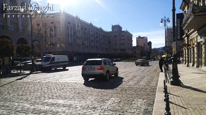 ترافیک خیابون مرجان ایشویلی، یکی از اصلیترین خیابونهای تفلیس - ساعت 12 ظهر سهشنبه
