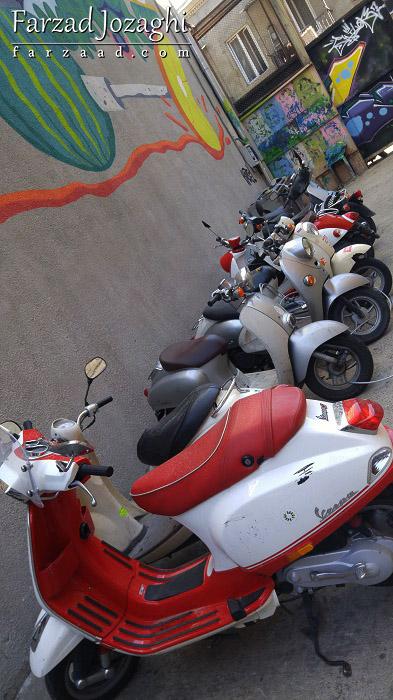 موتورهای برقی یا اسکوتهای قابل اجاره در هاستل فابریکا
