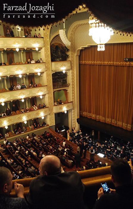 سالن تئاتر و اپرا تفلیس قبل از آغاز برنامه