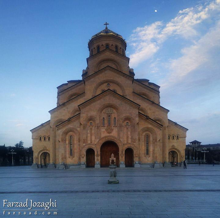 کلیسا جامع تفلیس در روز