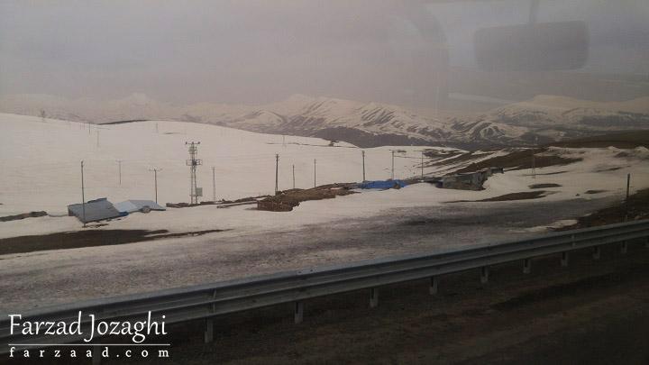 هوای بسیار سرد در ترکیه و یخ زدن آبهای جاری روی زمین!