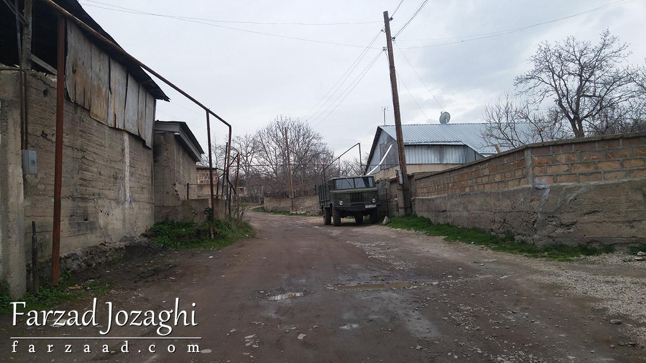 روستای ارمنی و کامیون قدیمی ساخت شوروی