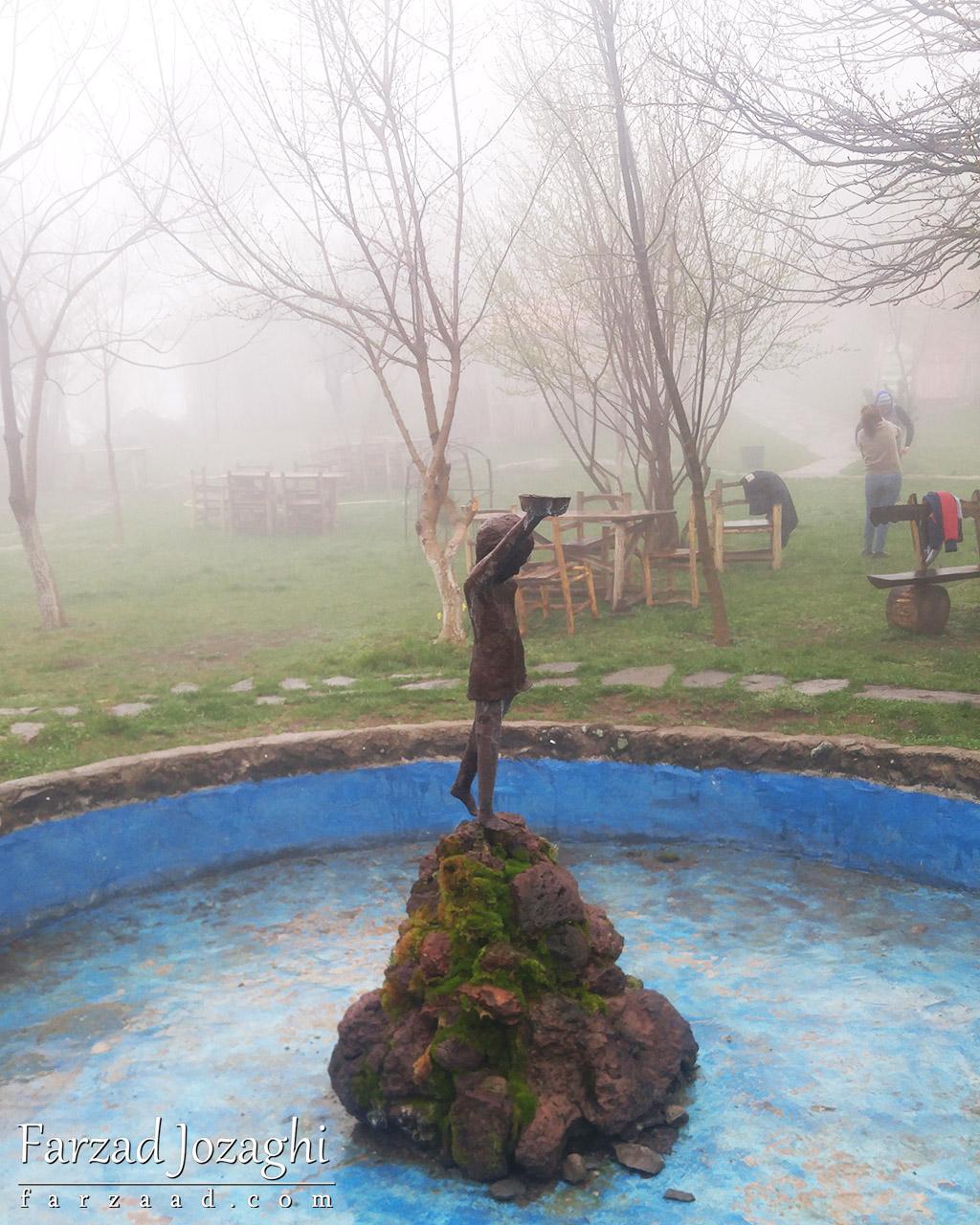 مجسمه کودک گدا در هتل هارسنادریزورت تاتو ارمنستان
