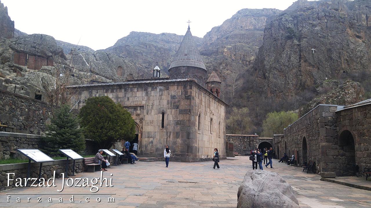 کلیسا تاریخی نزدیک معبد گارنی